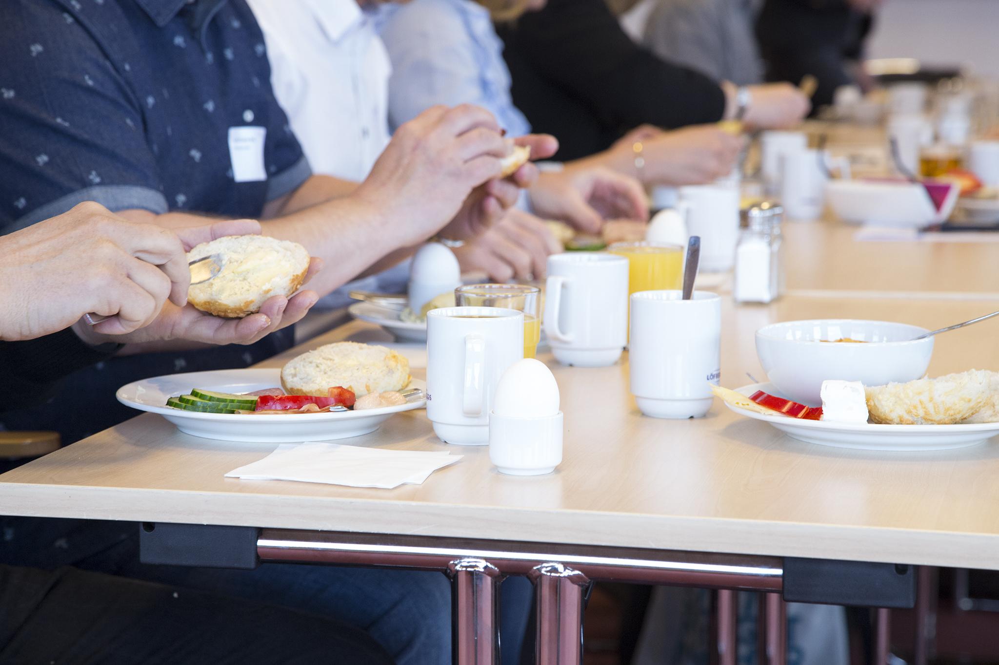 Järnvägsfrukost lockade 30-tal besökare
